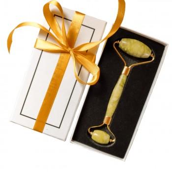 Роллер из зелёного нефрита в подарочной упаковке
